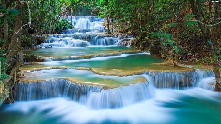 แนะนำ 5 ที่เที่ยวหน้าฝน ใกล้กรุงเทพ – น้ำตกเอราวัณ กาญจนบุรี