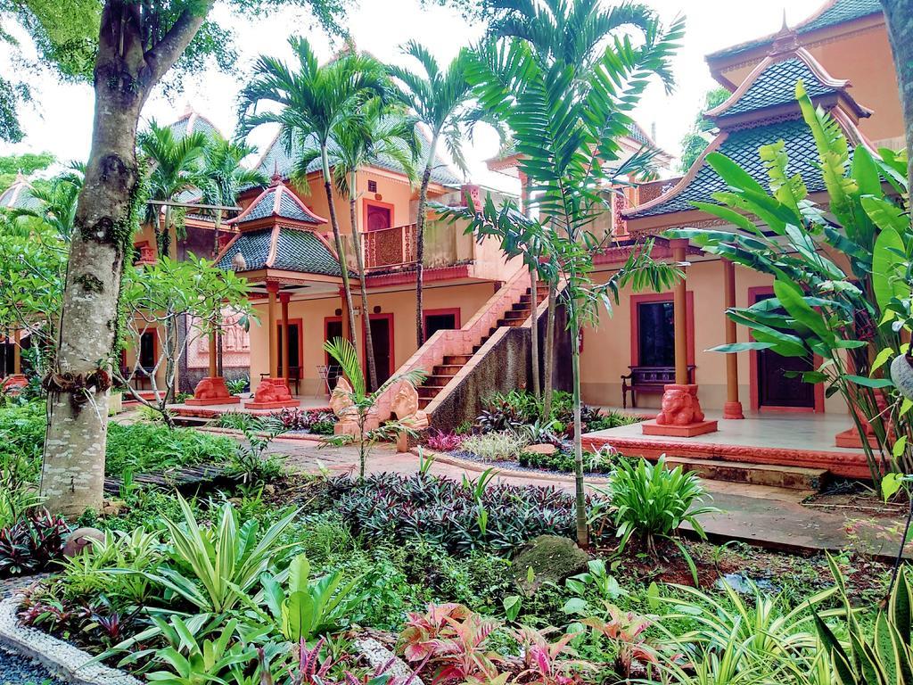Coconut Beach Resort โรงแรม โคโคนัท บีช รีสอร์ต