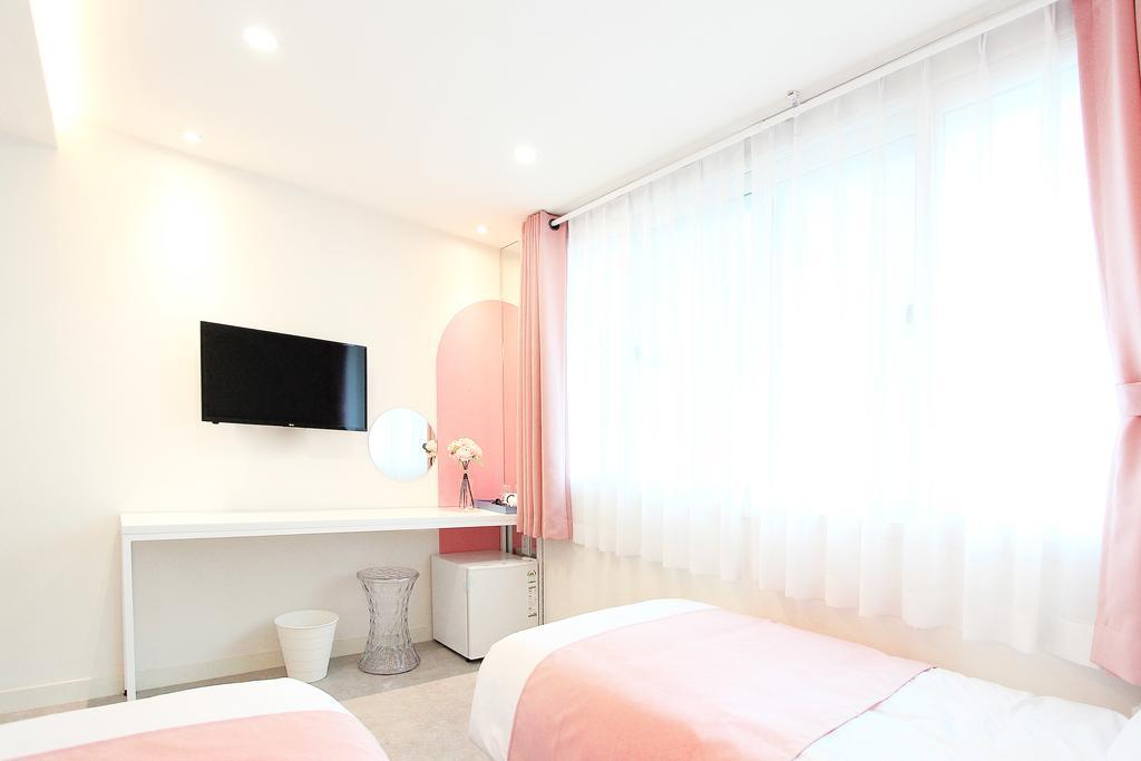 โรงแรม ใกล้ ฮงแด Orbit Guesthouse