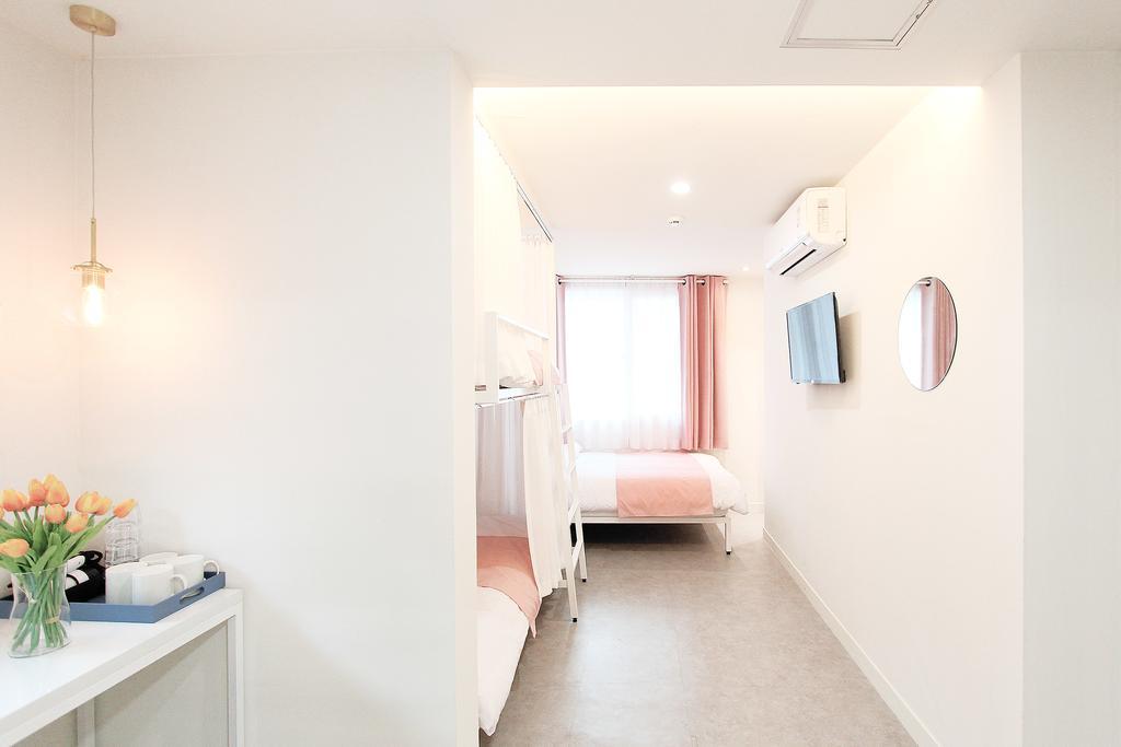 โรงแรมฮงแด ราคาถูก Orbit Guesthouse